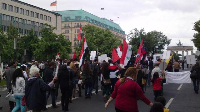 An der Ungarischen Botschaft Richtung Brandenburger Tor